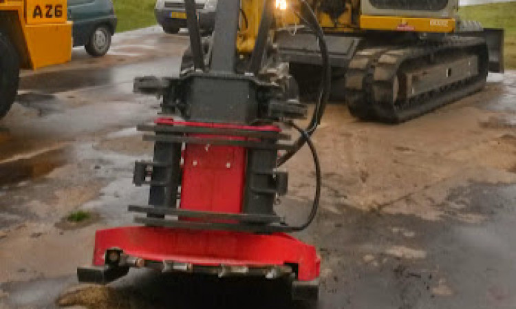 Hydraulische zaagkop voor het verwijderen van boschage en bomen tot 45 cm  doorsnee