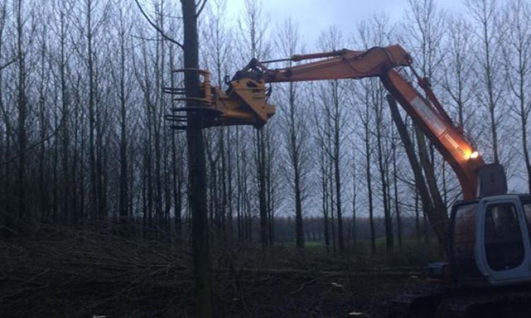 kraan met bomen knipper waarmee tot 35 cm doorsnee kunnen knippen